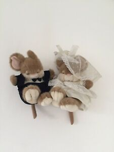 Lemontree Lane Product, Victoria & Albert, Husband and Wife Rabbit Toy