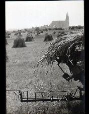 CHARTRES (28) AGRICULTEUR en FENAISON prés de la CATHEDRALE