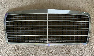 Mercedes-Benz 1994-96 W124 FRONT CENTER GRILL ASSEMBLY OEM