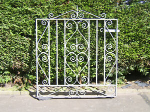 Single gate 3 ft tall fully galvanized and comes with fittings