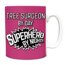 Rosa cirujano de árbol de día superhéroe por la noche Taza de 10oz 218