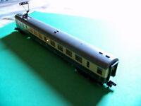 Fleischmann N-Scale German Railway Quick-Pick dining car in Cream and Blue