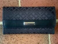 TOMMY HILFIGER WOMENS WALLET Trifold Jacquard Checkbook Black NEW with Tag