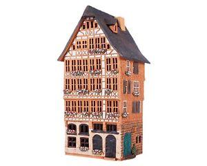 Ceramic Tealight Holder House in Frankfurt's Römer Square 29 cm © Midene