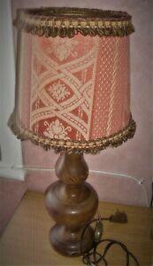 LAMPE DE SALON OU CHAMBRE à coucher PIED EN BOIS MASSIF SCULPTE
