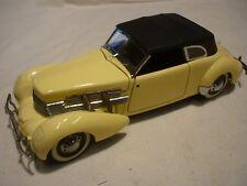 Un coche modelo escala Franklin Mint de un cable de 1937 812 Phaeton Coupe