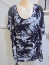 BELLE CURVE SIZE 24 + STUNNING BLACK WHITE GREY LINED LONGER LENGTH TOP""