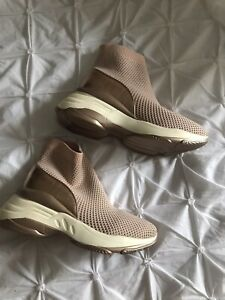 pull on boots size 6