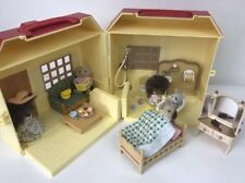 Sylvanian Families Carry Cottage repli Play House, Figures + Accessoires Set