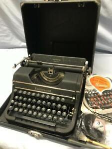 Vintage UNDERWOOD UNIVERSAL Manual Portable Typewriter w/ Case Ribbon Manual