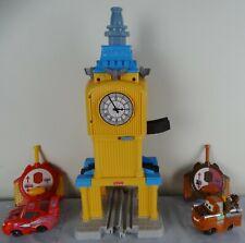 Disney Pixar Cars 2 Geotrax Escape Big Bentley Tower + 2 RC Car lot TOW MATTER