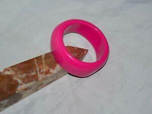 Chunky Vintage segment Plastic stretch Cuff bangle Black with pink  flowers  5cm x 20 cm