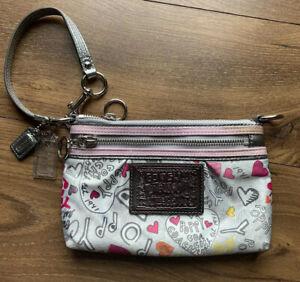 NWOT Coach Poppy Heart Graffiti Large Clutch Wristlet #43601 Gray/Pink/White