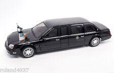 2001 Cadillac DeVille U.S. Presidential Limousine 1:24 Lucky Die-Cast 24018