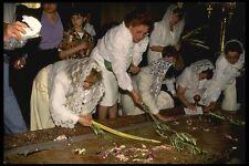 122026 Domingo de Ramos peregrinos dentro Santo Sepulcro Iglesia A4 Foto Impresión