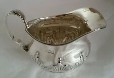 Una crema de plata esterlina VICTORIANA JARRA. London 1899.By William Hutton & Sons Ltd