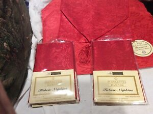 New Better Home 17 Pc. Red Poinsettia Damask Table Set