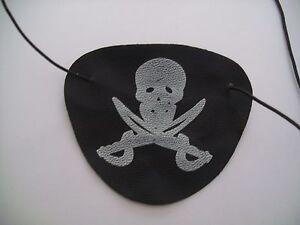 Augenklappe Pirat Totenkopf schwarz weiß mit Gummiband