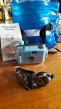 Ultra compact 35 mm camera + waterproof case
