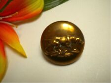 ANTIQUE BRASS METAL HUNTING DOG PICTURE BUTTON - PARIS BACK
