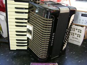 HOHNER STUDENT VM 48 BASS ACCORDION FREE UK COURIER