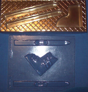 TWO SNOW SKIS AND BOOT SHAPES CHOCOLATE MOULD AND A DECORATIVE GIFT BOX