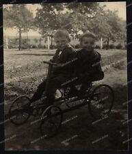 Foto-Kinder-Leiterwagen-Tretwagen-Jungen-Knaben-Cute-Boys-Car-Vintage-