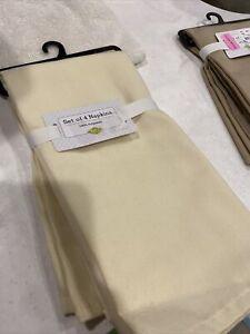 set of 4 Ivory Polyester napkins