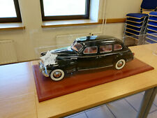 "MODEL LEGENDARY LIMOUSINE ""ZIS-110""  1:8 Deagostini + EXHIBITION BOX +120 magazi"
