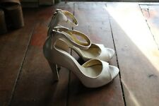 NINE WEST NEW Shimmer Ivory Evening 11.5 cm Thin Heel Open-Toe Size 7.5 / 25 cm