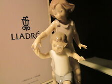 LLADRO PORCELAIN RARE FIGURINE # 01008014 LET ME HELP YOU RETIRED MINT IN BOX