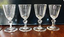 lot 4 Verres à vin en cristal forme conique à cotes et jambe hexagonale
