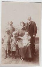 (F19238) Orig. Foto Personen, Familie m. 4 Kinder im Freien 1910/20er