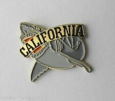 USA CALIFORNIA HOLLYWOOD UNIVERSAL JAWS GREAT WHITE SHARK LAPEL PIN BADGE 1 INCH