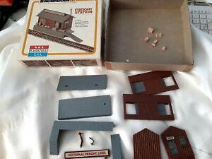 Bachmann HO Plasticville Freight Station Snap-Fit Building Kit 2610 Original Box
