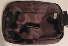 Marc by Marc Jacobs  Logo MEDIUM Cosmetic Make Up Pouch Bag AWESOME! NEW