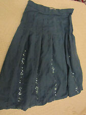 Sea Green & Gold Knee Length Skirt in Size 8 - missing beads - W28