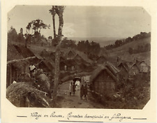 Madagascar, Village en brousse. Ramatoa transportée en filanzana  Vintage citrat