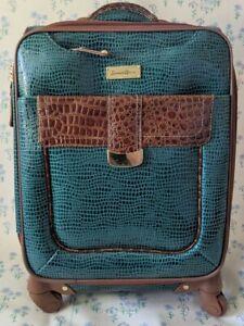"Samantha Brown Green Croco Embossed 22"" Medium Upright Spinner Suitcase Luggage"