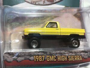 Greenlight ALL-TERRAIN 1987 GMC High Sierra Square Body Pickup w/Trailer Hitch!