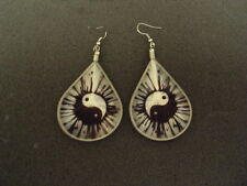 NEW PAIR OF THREAD EARRING W/ YING YANG  PICTURE