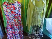 lot  T 38-40  belle robe fleurie et gilet assorti