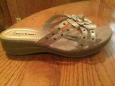"""BARE TRAPS """"JOY"""" WOMENS SIZE 8.5M SILVER/GRAY LEATHER  FLOWER SLIP ON SANDALS"""
