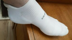2 Pairs of FEETURES White High Performance Cushion-Athletic Runner SOCKS Small