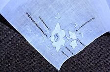vintage Lady's HANKY NWOT EMBROIDERED PULLED THREAD FLORAL CORNER LINEN SIMPLE
