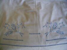 Ancien drap,coton,brodé tulipes stylisées.Jours venise.