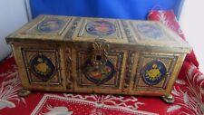 ancienne boite en tole forme de coffret rectangulaire style  renaissance