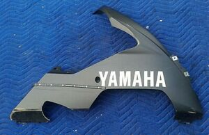 2004 2005 R1 YZF YAMAHA RIGHT BELLY PAN LOWER UNDER COWL FAIRING PLASTIC COVER