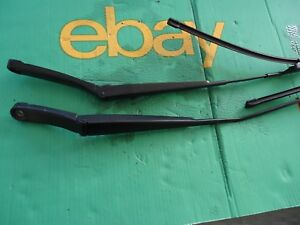 VW GOLF MK5 BOTH SET OF FRONT WIPERS WIPER ARMS 2008