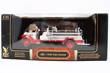 Road Signature 1938 Ford Fire Engine 1:24 Scale Fire Truck Red and White